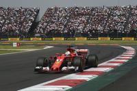 0周リタイアを喫したシンガポールGP同様、失うものは何もないフェルスタッペンと張り合い接触したベッテル(写真)。最後尾から挽回し4位でフィニッシュするも、チャンピオントロフィーはハミルトンの手に渡った。チェッカードフラッグ後のパレードラップ中、並走するハミルトンをたたえ拍手を送っていた。(Photo=Ferrari)