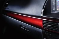 「CX-5 2013アニバーサリー」の加飾パネル。
