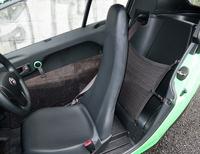 欧州では2人乗車の「i-ROAD」だが、日本ではミニカー(原付三輪)登録のため乗車定員は1人。後部空間は荷物置き場となる。