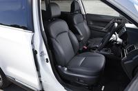 「2.0XT EyeSight」と「S-Limited」に設定される、オプションの本革シート。今回の改良では、運転席にメモリー機能付きパワーシートが装備された。