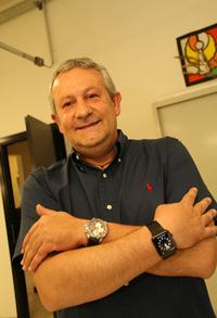 こちらは、筆者が今春取材した、有名なモデルカーブランド「MRコレクション」の社長エジディオ・レアーリ氏。左手にショパールのミッレミリア、右手にApple Watchを装着。2016年2月までランボルギーニのCEOを務めたステファン・ヴィンケルマン氏も、双方を同時使用しているのを確認済みだ。
