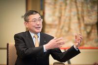 吉永泰之/Yasuyuki Yoshinaga     1954年生まれ、東京都出身。成蹊大学経済学部を卒業し、77年富士重工業入社。営業部門要職を務め、2009年に取締役兼スバル国内営業本部長、2011年より代表取締役社長を務める。