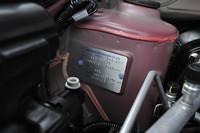 エンジンルーム内には「NISSAN MOTOR(THAILAND)」と書かれるプレートが。