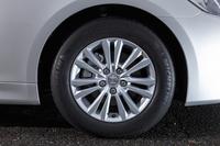 装着されるタイヤのサイズは前後共に215/60R16。