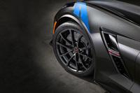 「シボレー・コルベット」にブルーが際立つ限定車の画像
