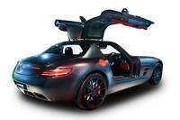 """メルセデスSLS AMGに""""黒×赤""""の特別仕様車の画像"""
