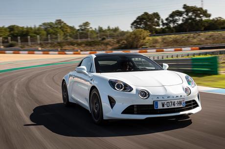 フランスのミドシップスポーツモデル「アルピーヌA110」に、ハイパフォーマンスグレードの「A110S」が追加...