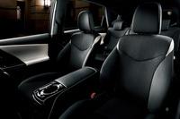 「トヨタ・プリウスα」に「黒」が特徴の特別仕様車の画像