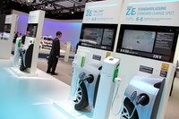 【写真2】ルノーは、EV用に4種類の充電装置を提案した。
