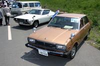 残存数から考えれば、いまや相当な希少車である1970年代の日産車が2台並んでいた。79年の初代「スタンザ」(右)と77年の2代目「シルビア」(左)。しかも2台ともワンオーナー車というから、脱帽するしかない。ちなみに奥に見えるワンボックスは初代「キャラバン」。