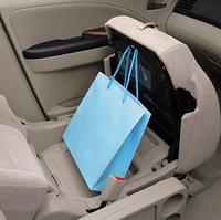 ミニバンも「子供の送り迎えやお買い物など、普段使うのは女性」との理由から、グランディスには女性への配慮がなされた。写真は「助手席ユースフルシート」。バッグなどが、車内で転がるのを防ぐことができる。