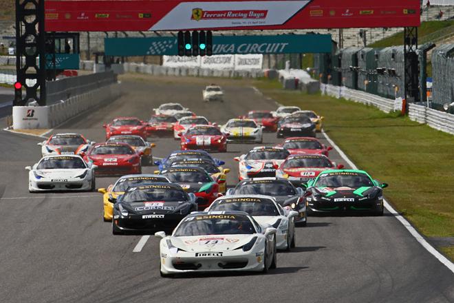 「458チャレンジ」によるワンメイクレース「フェラーリ・チャレンジ・トロフェオ・ピレリ アジア・パシフィック」。2013年は全6戦が予定されているが、小林可夢偉をスペシャルゲストに迎えた第2戦鈴鹿には31台が出走。21日の午後に行われた、レース2のスタートシーン。