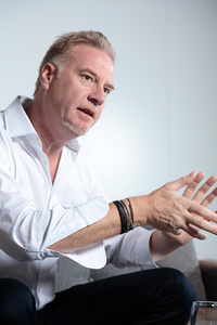 「ヴァルキリー」発表のために来日したマレック・ライヒマン。アストンマーティンのエグゼクティブ・ヴァイス・プレジデントであり、同社のデザイン責任者を務める。