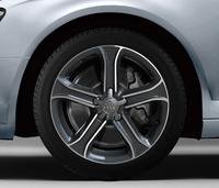 「アウディA4」にスポーティーな特別仕様車の画像