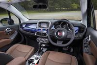 「500X」のインテリア。FF車の2グレードには、ボディーカラーと同色のインストゥルメントパネルが装備される。