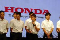 アメリカのインディカーから国内レースに舞い戻った武藤英紀。2011年シーズンは、2006年以来のSUPER GT返り咲きとなる。