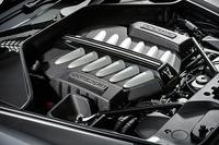 ツインターボで過給される6.6リッターV12エンジン。