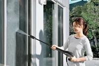 網戸の掃除というやっかいな作業も高圧洗浄を使えば所要時間は短く、かつ楽しささえ感じられる。