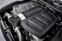 3.6リッターV6ターボエンジンは440psと600Nmを生み出す。JC08モード燃費は9.9km/リッター。