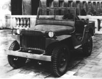 「ウィリス・クワッド」をベースに開発された「ウィリスMA」。ステアリングコラムにシフトレバーを設置し、サイドボディーの低い位置まで乗降口をカット。ハンドブレーキを左側に配置するなどの改良が施された。これにさらに改良を加えたモデルが「ウィリスMB」である。