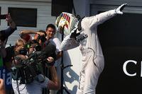 F1第11戦ハンガリーGPを制したメルセデスのルイス・ハミルトン(写真)。第9戦オーストリアGPから3連勝、今季5勝目を飾り、チームメイトのニコ・ロズベルグからポイントリーダーの座を奪った。(Photo=Mercedes)