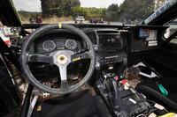 ラリーカーのコクピット。左ハンドル・5MT仕様だ。