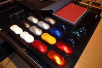 ボディーカラーは17色。インテリアトリムに用いるレザーも、幅広い選択肢の中から選ぶことができる。