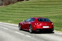 当日は『CG』編集記者運転による、イタリア車の同乗試乗体験も開催。