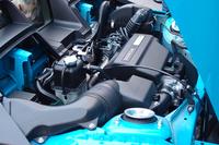 キャビンの後方に搭載される直列3気筒ターボエンジン。「S660」の燃費性能は、6MT車で21.2km/リッター、CVT車で24.2km/リッターとなっている(ともにJC08モード)。