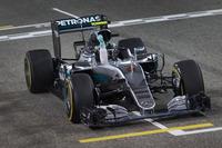 スタートでのハミルトンの脱落で楽なレース展開となったロズベルグは、開幕2連勝でチャンピオンシップをリード。昨季から数えると、宿敵ハミルトンのベスト記録と肩を並べる5連勝中と波に乗る。(Photo=Mercedes)