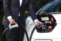 日産、コンパクトで低価格な急速充電器を発表