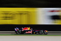 前戦ベルギーでのクラッシュといい、今年のセバスチャン・ベッテルは若気の至りともいうべきミスや不注意が多い。そんな下降線を自らのドライビングで上向きにしようと、エンジントラブルを転機として超ロングスティントを敢行。この間十分なマージンを築いたことで4位でゴールした。最年少チャンピオンはまだ諦められない。(写真=Red Bull Racing)