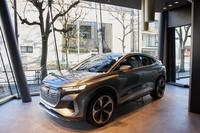 「Audi House of Progress Tokyo」では、「Q4スポーツバックe-tron」のコンセプトモデルが見られる。導入計画が進められている量産型のQ4スポーツバックe-tronは、これとほぼ変わらないデザインになるという。