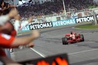 たとえマクラーレンにグリッド降格ペナルティが科されなかったとしても、ライコネンに敵はいなかっただろう。マッサのリタイアが、フェラーリにとっての痛手。(写真=Ferrari)