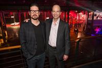 チーフデザイナーのクレイグ・メトロス氏(左)と、パワートレイン開発責任者のボブ・ファセッティ副社長(右)。