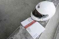 ビギナーコース参加者に配られたテキスト。レースのルールやマナーの他、タイヤの使い方、ステア特性など、運転のコツも併記されている。さらにサーキット別の攻略法と、ロガーデータサンプルまで載っている。