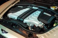 625psと81.6kgmを発生する、6リッターW12ターボエンジン。