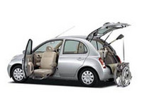 「日産マーチ」に電動の助手席を備えた福祉車両の画像