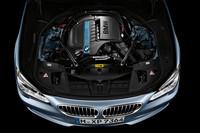 「アクティブハイブリッド7」のハイブリッドユニット。ベースのガソリンエンジンがV8から直6に代わるとともに、モーターの最高出力が引き上げられた。