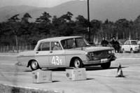 1965年に茨城県谷田部の自動車高速試験場で行われたクラブマン谷田部タイムトライアルで、64年の第2回日本グランプリを走ったワークス・クラウン(RS40)を駆る、トヨタ在籍時代の徳大寺氏の超貴重ショット。(写真=菊池憲司)
