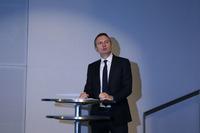 プレゼンテーションを行った、BMWジャパンのペーター・クロンシュナーブル代表取締役社長。この日に予告した車種以外にも、多くの限定車などを導入していくと語った。