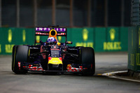 予選、決勝でベッテルを追う立場にいたレッドブルのリカルド(写真)。タイヤを長く持たせることに自信があったものの、勝負所でセーフティーカーに入られ、逆転することはできず。最終的に1.4秒差で2位に甘んじた。(Photo=Red Bull Racing)