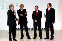 壇上でインタビューに答える技術スタッフのヘッドたち。右から、エンジン部門 テクニカルディレクターのルカ・マルモリーニ、ルノーから移籍したシャシー部門 テクニカルディレクター、マイク・ガスコイン、そしてチーフデザイナーのグスタフ・ブルナー。