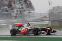 4番グリッドからスタートしたハミルトンは、早々にニコ・ロズベルグにかわされたもののロズベルグのリタイアで再び4位に。セーフティカーラン中のピットストップで一度は前方のアロンソを抜いたが、再スタート後にコースをはみ出し、フェラーリに先を越された。レッドブルのリタイアに助けられ2位フィニッシュ、18点を加算したが、もしアロンソに抜かれず優勝していたら、アロンソとのポイント差は現状の21点から7点に縮まっていたことになる。(写真=McLaren)