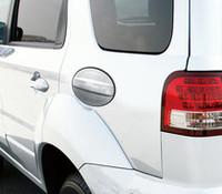 通常はボディと同色のフューエルフラップカバーが、特別仕様車ではシルバーとなる。