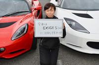 お話をうかがった、エルシーアイ PR&セールスプロモーション マネージャーの谷田恵美さん。「今年は『エキシージS』にぜひ注目してください!」