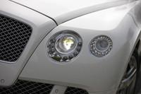 LEDとキセノンライトで構成される、新型「ベントレー・コンチネンタルGT」のヘッドランプ。先に発売された同社のサルーン「ミュルザンヌ」にも見られるディテールだ。