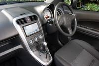 テスト車には、ディーラーオプションでクラリオンのHDDナビゲーションが装備されていた。(価格=22万180円)