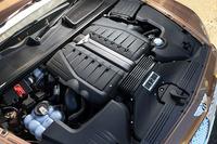 6リッターW12ツインターボエンジンは608psと91.8kgmを生み出す。