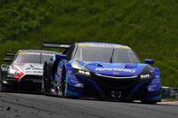 予選を1位で終えたNo.100 RAYBRIG NSX-GT(山本尚貴/伊沢拓也)は、決勝で思わぬ苦戦を強いられることに。